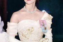 MAJESTADE A RAINHA ELIZABETH...
