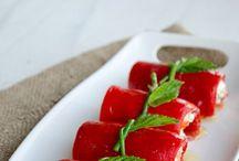 kırmızı biberli süzme yoğurtlu