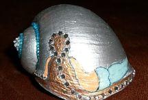 pomaľované slimáky