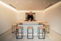 Eine Minimalistische Teeladen Hand Tropfte Grünen Tee Servieren Hat In Tokio Eröffnet.