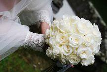 Bouquet / Ton-sur-ton o a contrasto? Con gli stessi fiori della boutonniere dello sposo? Qualunque sia la scelta, ricordatevi di lanciare il bouquet prima di lasciare il ricevimento!