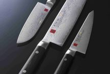 Sumikama / KASUMI MASTERPIECE (MP) sind eine spezielle, limitierte Ausführung der Kasumi Messer. Sie sind das Ergebnis konsequenter Weiterentwicklung, Verbesserung sowie jahrzehntelanger Erfahrung der Firma Sumikama in der Messerschmiedekunst.