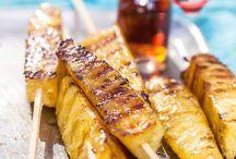 Geroosterde ananas met kaneelijs.