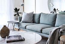 Woonstijl \\ Modern & Design / In een modern interieur met design zijn altijd een aantal blikvangers te zien. Een kleurrijk behang of een bijzondere vloer die de aandacht trekt. Er wordt gewerkt met zwart en wit, maar ook met opvallende accentkleuren zoals felgeel & fluorroze. Het is een interieur met strakke lijnen, technische hoogstandjes & luxe materialen. In deze stijl worden materialen gebruikt zoals beton, marmer, kunststof & glas.   http://haskerkroon.nl/interieur/5-woonstijlen/modern-en-design/