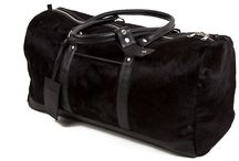 3.7.6. Travel Bag XL LTU01 (314625) / Black cow's hide and black natural leather, red fabric inside travel bag Size (mm) 650 x 280 x 300 www.376style.com