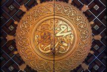 اللهم صل وسلم وبارك على الحبيب محمد صل الله عليه وسلم فطيبوا قلوبكم ونفوسكم وارواحكم بالصلاة عليه .. صل الله عليه وسلم