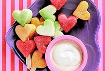 Healthy Valentine's Day treats / Ideas for healthy ways to celebrate Valentine's Day.
