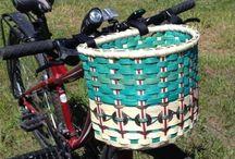 Kerékpárra papírfonott kosár
