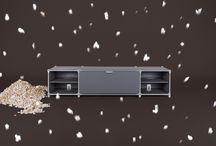 Modulair meubilair van System180 uit Berlijn / Door het modulaire meubelsysteem ontstaan flexibele en individueel samengestelde meubels als siteboards, tafels, wyteboards, rekken, garderobes en balie's. De RVS stalen meubels zijn zowel in vorm, kleur als afmeting individueel aanpasbaar.