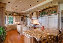 Кухни, столовые