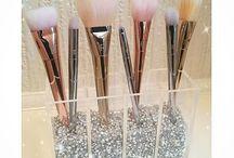 evayoxx: brushes show