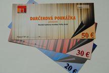 Darčeková poukážka / DARUJTE KULTÚRU  A VYČARUJTE ÚSMEV..... Obdarujte svojich najbližších, kamarátov, zamestnancov či obchodných partnerov.. Venujte im darčekovú poukážku na kultúrne podujatia v hodnote 20€, 30€ alebo 50€. Vďaka darčekovej poukážke prežijú Vaši blízki na predstaveniach organizovaných MsKS Veľký Krtíš nezabudnuteľné zážitky plné jedinečných príbehov a podmaňujúcej hudby. Darčeková poukážka sa dá zakúpiť výlučne v kancelárii MsKS Veľký Krtíš v pracovných dňoch od 8:00 – 15:00 hod.