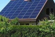 Erneuerbare Energien / Sonne, Wasser, Wind, Bioenergie und Erdwärme – diese nachhaltigen Energieressourcen sind unsere Zukunft und ein wertvolles Geschenk der Natur