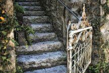 Steps, stairways, ladders and stoops