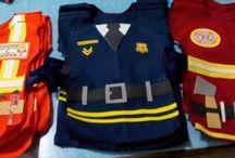 DISFRAZ FÁCIL DE POLICIA, BOMBERO Y CONSTRUCTOR / pecheras de tela con Velcro ajustable y apliques de goma Eva para las inscripciones