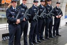 Uniformele poliţiştilor în lume - Police uniforms from around the world