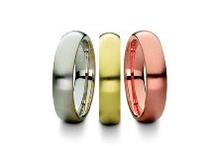 Colectia Clasic /  Verighetele clasice se deosebesc din punct de vedere al culorii aurului, al caratajului, al latimii, al grosimii, al tipului de profil (sectiunea inelului), al tipului de finisare a suprafeţei, etc.