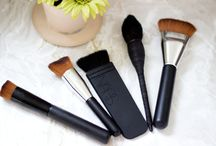 MAKEUP BRUSHES / Beauty