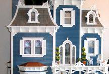 Cats and dollhouses / Les chats et la miniature