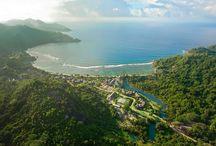 KEMPINSKY RESORT - SEYCHELLES / E' situato a Sud di Mahé sulla famosa Baie Lazare. La felice posizione, di fronte alla barriera corallina, ripara la meravigliosa spiaggia del resort che esprime lo spirito delle Seychelles, dalla rilassante spiaggia alla natura incontaminata all' eleganza del servizio e della struttura.