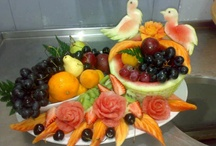 dekorácie z jedla, oblozené misy