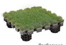 Roofingreen Nature / Roofingreen Nature è un sistema modulare brevettato ideale per il rivestimento e la pavimentazione di superfici esterne orizzontali. Grazie a una particolare struttura di supporto, con basi di appoggio ad altezze regolabili, consente di creare superfici sopraelevate e ventilate.