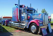 Trucks / by Joop Faas
