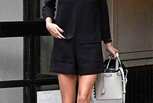 vestido preto tenis branco