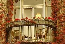 PARIS / THE ARCHITECTURE,CHARM AND ROMANCE OF THE CITY