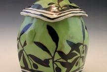 Adore is a jar / Storage vessels