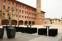 Sopraelevato / Utilizzata in ambienti pubblici e privati, questa pavimentazione sopraelevata per esterni fornisce interessanti vantaggi e garanzie