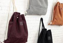 """Rucksäcke / Unser praktischer Rucksack """"Lou"""" wird aus hochwertigem Echtleder aus Deutschland gefertigt und lässt sich bequem durch ein robustes Seil aus 100% unbehandelter Baumwolle schließen. Zusätzlich zum großen Hauptfach haben wir im Innenteil der Tasche auch ein kleines Seitenfach für deine Wertgegenstände angebracht. Der Rucksack ist mit einem Innefutter aus 100% Baumwolle in schwarz gefüttert und bietet dir genügend Platz für große & kleine Dinge, die du sicher verstauen möchtest. www.pikfine.de"""