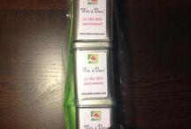 Fêtes des mamans / Cadeau unique pour maman unique !! Pour la fête des mères nous vous proposons différents coffrets thés. Au moment de passer commande, après avoir sélectionné les thés, vous pouvez écrire le texte que vous souhaitez. Il sera retranscrit et collé sur le sachet ou la boîte (un texte par sachet/boîte possible-5ème lignes maximum) http://www.thes-a-dom.com/boutique/coffrets-fete-des-meres/ #coffret #fetedesmeres #thes #the # thes-a-dom