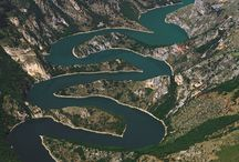 Uvac - largest vultures and meanders of Europe / Uvac valley - a river canyon with the largest meanders in Europe, home of the majestic Griffon vulture