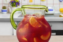 Seasonal Sangrias / Sangria can be light and bubbly or rich and comforting. These sangria recipes using Barefoot Wine & Bubbly are perfect for all seasons.