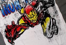 Футболки Iron Man / Футболки Железный человек (Iron Man) - настоящее имя Тони Старк — супергерой из комиксов издательства Marvel Comics. Впервые идея создать Железного Человека появилась в 1939 г. на основе героя повести «Satan's Murder Machines».