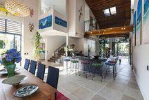 Ambientes com Pé-Direito Duplo e Mezaninos Modernos / Veja + Inspirações e Dicas de decoração no blog!  www.construindominhacasaclean.com