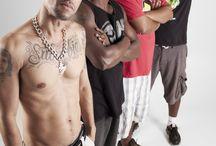 """B2C / Rap Carioca, Bonde dos Cria é um grupo criado na Zona Norte do Rio de Janeiro, bairro Cascadura, em 2008. Formado por Marcus Kalot, Bira, P-drin e Eddi MC, lançou no YouTube a versão """"na íntegra"""" do cd A NOVA ORDEM MUSICAL."""