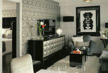 Living Room: Color Ranges / В современных стилях интерьера гостиных все чаще используют хроматические гаммы. Что это такое спросите Вы? Цвета условно делят на две категории: ахроматические и хроматические. Ахроматическая гамма состоит из белого, черного и их производных серых тонов. Причём основным цветом в такой цветовой гамме будет белый.  Чтобы немного оживить такой интерьер, иногда используют какой-нибудь третий, но уже хроматический цвет (т.е. цветной). Этот цвет, как правило, используют в качестве цветового акцента –