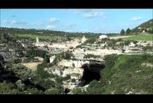 """En route pour Minerve / Excursion à Minerve, à 49 km des locations de vacance """"Les Chalets du Gua des Brasses""""."""