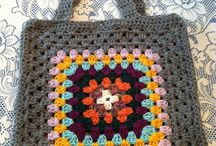 GRANNY SQUARES HANDBAGS / SQUARES WITH A DIFFERENCE