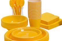 Gult engangsservice og gult engangsbestik / Alt til din fest af gult engangsservice og gult engangsbestik i plastik. Stort udvalg af ensfarvet engangsservice til alle fester.