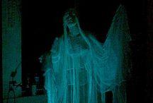 SHADERS_FX_ATMOSPHERE / Elementos visuales ligados a lo paranormal, tales como efectos especiales, representaciones de fantasmas, etc