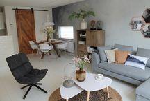 Warme witte woonkamer / Sfeer, kleuren, materialen: een stijlbord rondom de warme witte woonkamer die we maakten in Gouda. Laat je inspireren!
