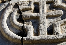Villa Santa Lucia / Villa Santa Lucia degli Abruzzi è un comune italiano di 174 abitanti della provincia dell'Aquila in Abruzzo. Fa parte della Comunità montana Campo Imperatore-Piana di Navelli e del Parco nazionale del Gran Sasso e Monti della Laga.