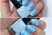 Esmaltes e Unhas / Amo colorir as unhas. Nem sempre sou eu que faço, as vezes recorro a minha manicure.