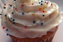 keep calm & have a cupcake / Just beautiful cupcakes and maybe some recipes / by Alva R. Lomelí