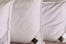 ALMOHADAS / Hasta hace poco la almohada estaba considerada como un complemento para el descanso. En la actualidad gracias a un cambio de mentalidad, se ha comprobado que es un elemento indispensable, tanto como el colchón, para disfrutar de un descanso saludable.