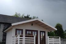 """Domki letniskowe. / Wprowadzamy do sprzedaży nowy model domków o nazwie """"Letnik"""".  Domki te robimy w trzech wersjach : - nieocieplonej, - ocieplonej, - """"termos"""" - ultra ocieplony. Dostępne są trzy wielkości """"Letników"""" : - 5 x 5 m, - 4 x 6 m, - 5 x 7 m."""
