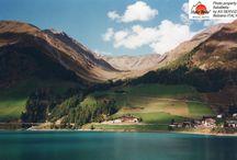 Dolomitas / Onde quer que vá, nas Dolomitas, há sempre algo para se maravilhar: montanhas, lagos, vales... tudo aqui gira em torno da beleza, entendida no seu sentido mais profundo.